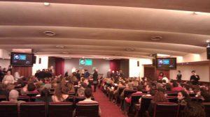 El ministro de Educación, José Ignacio Wert, abandonó la sala sin comenzar su disertación ante el clamor del aforo.