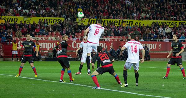 Pese a que las ocasiones fueron numerosas en la segunda parte, el Sevilla no pudo voltear la eliminatoria / SEVILLAFC.ES
