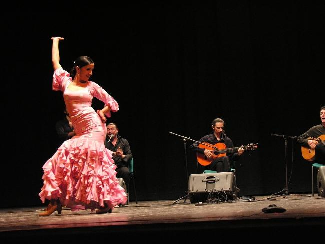 bailaora-flamenco-escenario-andrea-balduci