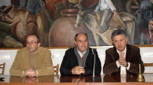 El delegado provincial de Agricultura y Pesca, Francisco Gallardo, se ha reunido esta mañana con los afectados por el temporal de nieve en Constantina / Sevilla Actualidad
