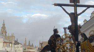 El Cristo de las Aguas camino de la calle Arfe/Ángel Espínola