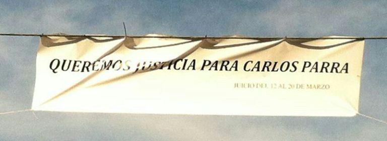 Una pancarta en la entrada de Castilblanco de los Arroyos pide Justicia para Carlos Parra / Sevilla Actualidad