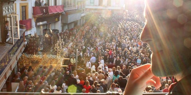 """La fundación Cajasol suscribe un acuerdo con el Consejo de Hermandades para la difusión de """"los valores culturales y tradicionales"""" de Sevilla / Juan Carlos Romero"""
