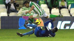 El colegiado terminó por ser el protagonista indiscutible del partido / Real Betis