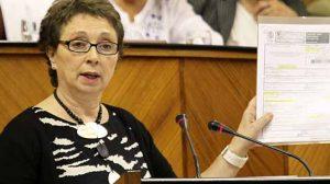 La consejera de Hacienda ha comparecido ante el Pleno del Parlamento a petición del PP/SA