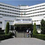 Empleados sindicados protestaron por la suspensión de la reunión concertada para este martes con la gerencia unitaria de los hospitales Virgen Macarena y Virgen del Rocío de Sevilla / Sevilla Actualidad