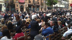 El informe de seguridad elevado al Consejo de Hermandades identifica a personas dedicadas a la venta irregular de sillas en la Carrera Oficial / Sevilla Actualidad