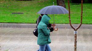 lluvia-personas-paraguas2