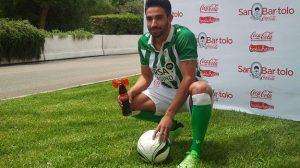 El nuevo jugador del Betis se ha estrenado con la equipación verdiblanca en Sevilla / Miguel Arco