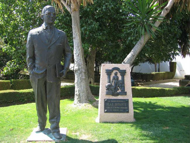 estatua blas infante
