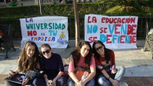 estudiantes-protesta-encierro-plaza-nueva