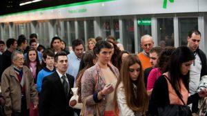 gente-metro-sevilla