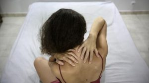Hombres-y-mujeres-aceptan-el-dolor-de-forma-similar image 380