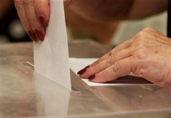 manos-urna-electoral