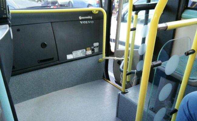 autobuses-amarillos-cerrandose-cuerda