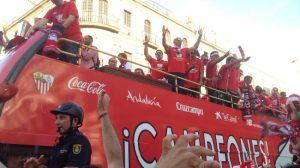 celebracion2-bus-calles-sevilla