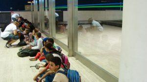 ninos-saharauis-en-aeropuerto