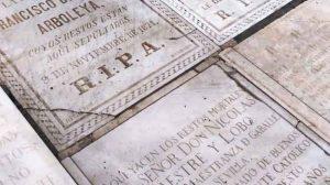 Lápidas. Fiel reflejo de Sevilla con la muerte/ Óscar Álvarez