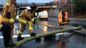 semaforo-caido-bomberos-emergenciassev