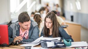 estudiantes-upo-biblioteca
