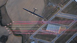 La patrulla águila sobrevolando San Pablo a la llegada del Solar Impulse 2