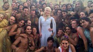 Una de las actrices de Juego de Tronos posa en Osuna tras finalizar uno de los rodajes