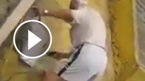 hombre-matando-perros-alcala