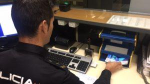 policia-pasaportes-interceptados