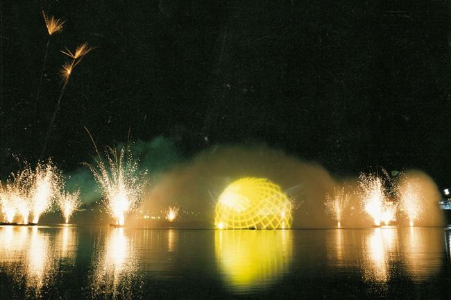 Espectaculo-Lago.-Fuente-Asociacion-Legado-Expo-Sevilla