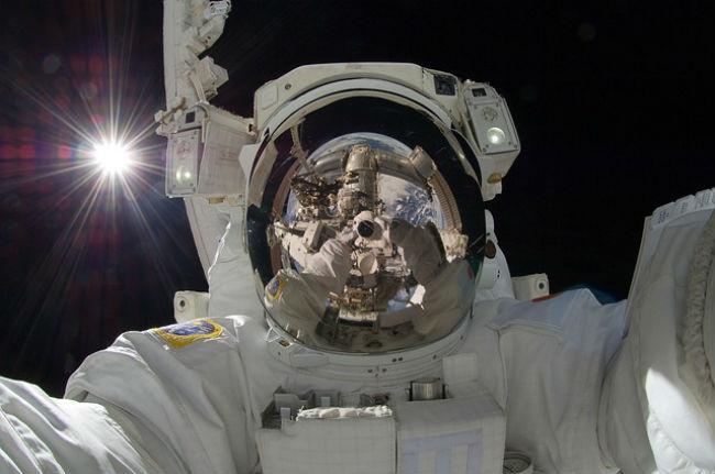 astronaut-877306 640