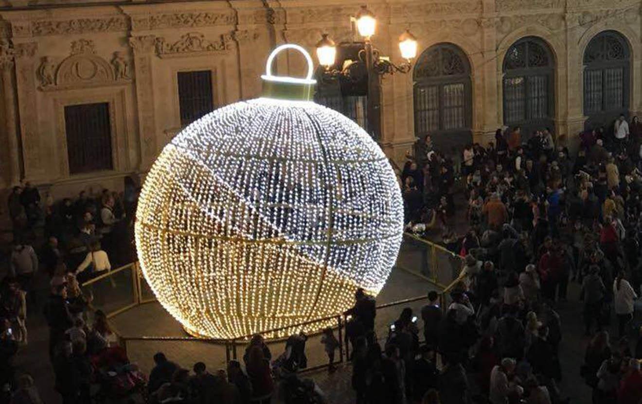Bola Navidad Plaza San Francisco / SA