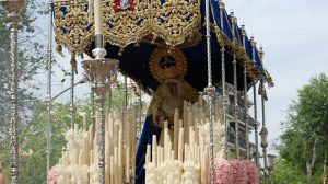 Paso de palio del Carmen Doloroso en procesión