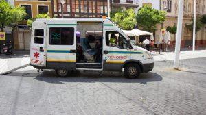 Ambulancia por la calor en el centro de Sevilla