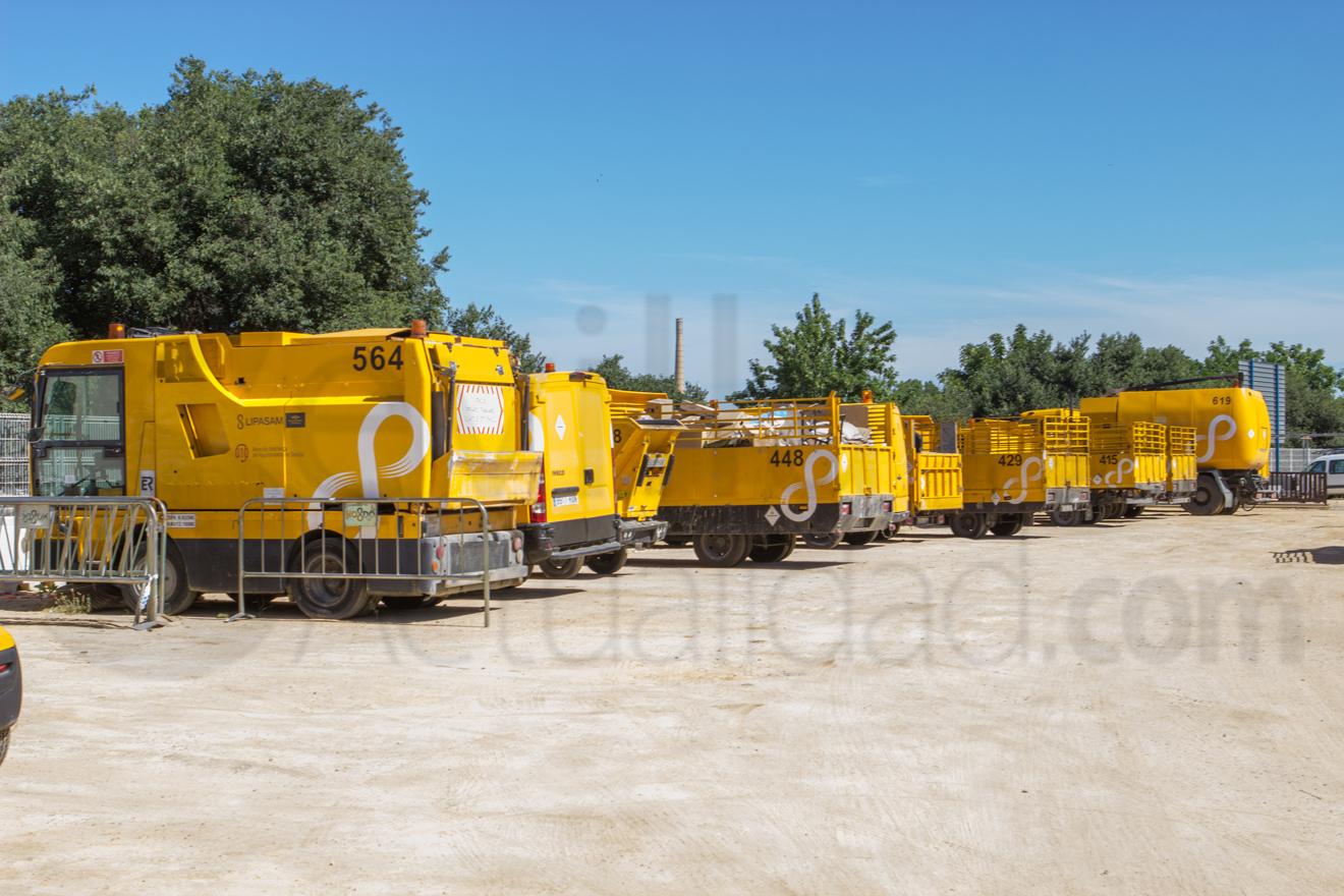 Camiones aparcados de Lipasam