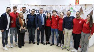 Espadas con el equipo de Sevilla Startup /Sevilla Startup
