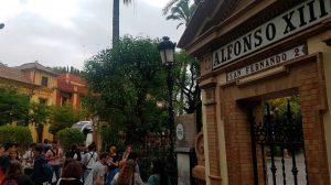 Seguidores de Juego de Tronos a las puertas del Alfonso XIII /@angelrd