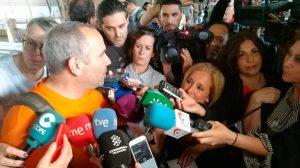 Los bomberos a su llegada al Sevilla /@EmergenciasSev
