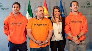 Susana Díaz recibe a los tres bomberos sevillanos /@susanadiaz