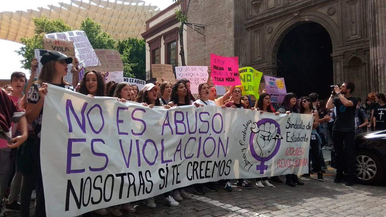 Concentración estudiantil contra La Manada /@SEAndalucia