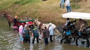 Los agentes reanimando al mulo /Guardia Civil