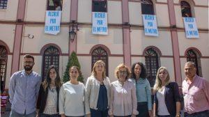 Protesta por el metro a las puertas del Consistorio de Alcalá /David Benítez