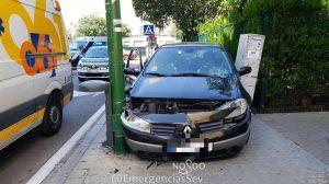 El coche que provocó el accidente /@EmergenciasSev