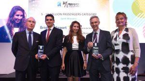 Miembros del aeropuerto reciben el premio /Aeropuerto de Sevilla