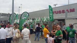 Concentración opositores a las puertas de la sede de Tussam /Participa