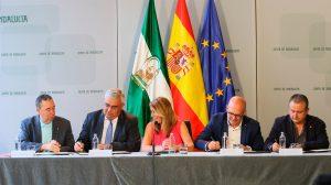 Firma del acuerdo de la Junta con los sindicatos /Junta