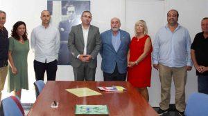 Encuentro entre la familia y el Ayuntamiento / Ayuntamiento de Los Palacios y Villafranca