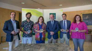 Villalobos junto a los distintos representantes / Diputación de Sevilla
