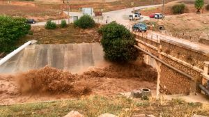 Río desbordado a su paso por Badolatosa /SA