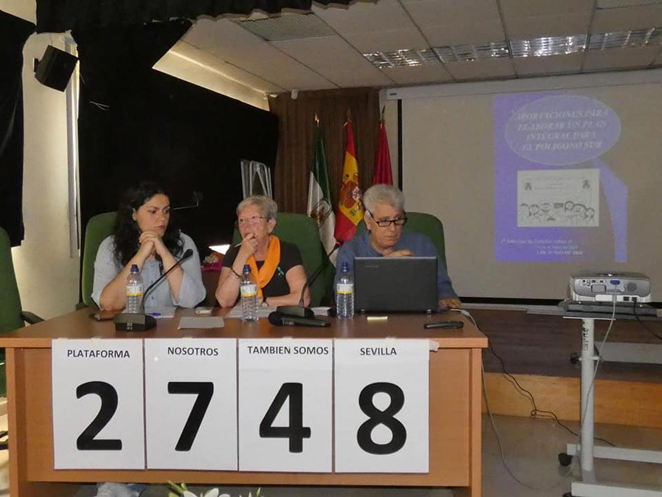 Miembros de la Plataforma en una de sus conferencias / Nosotros También Somos Sevilla
