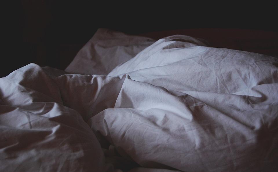 Una manta eléctrica sobre una cama causa un incendio durante la noche - Sevilla Actualidad